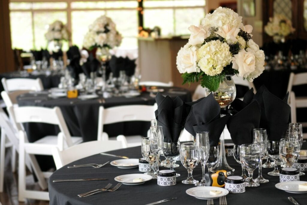 How to Set the Table for a Party?